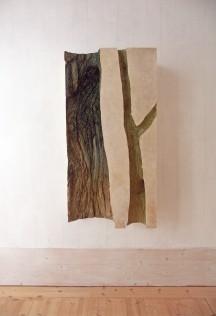 UTE KRAUTKREMER, Baum 9, 2015, Papierabguss, Holz, Acryl, 120 x 60 x 25 cm